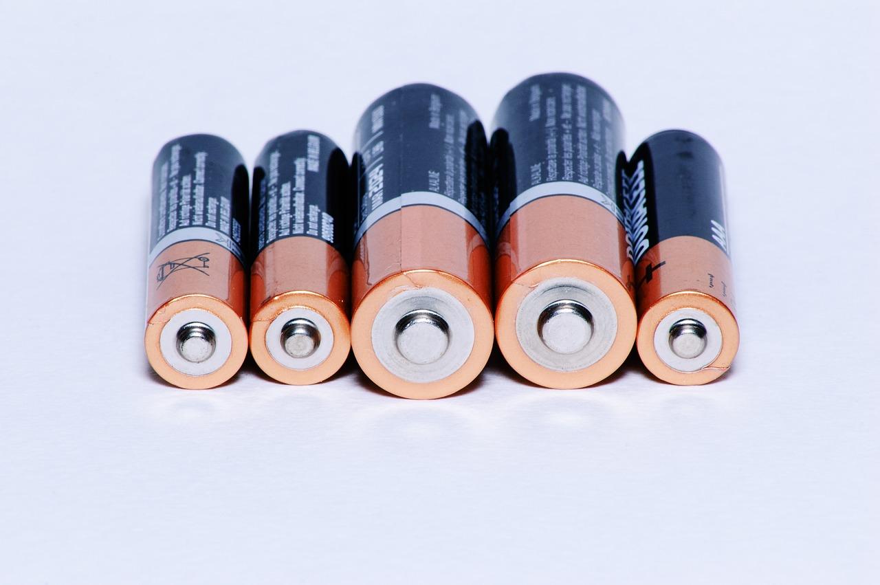 空撮現場の充電はポータブルバッテリーが便利。選び方とおすすめ紹介