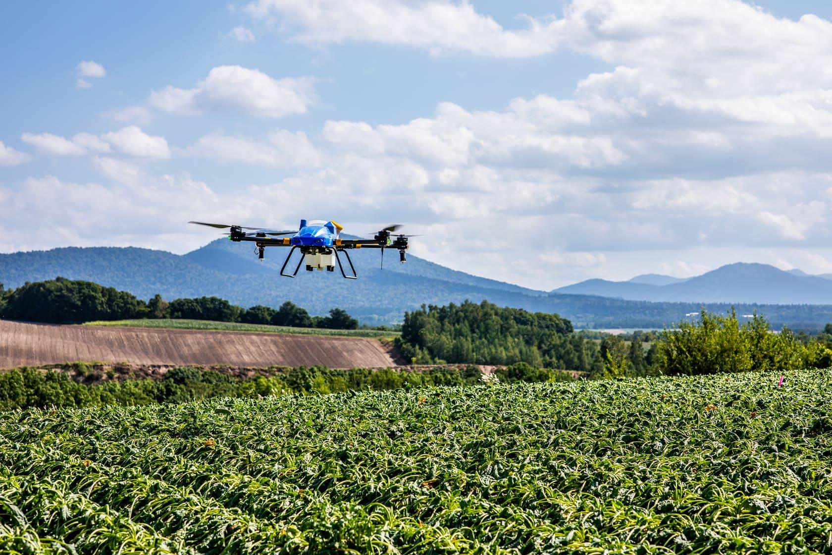 農薬散布だけではない!ドローンを使った農業分野の新技術とは
